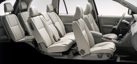Automag le volvo xc 90 lu suv of the year 2003 aux for Interieur xc90